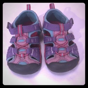 Adorable Toddler Keens - Size 6